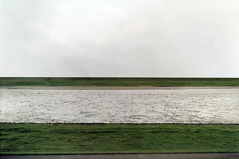 Andreas Gursky, Rhein, 1996