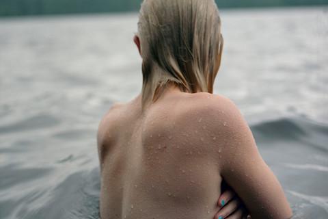 Jocelyn Lee, Untitled (Fiona in water), 2009