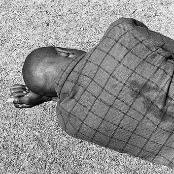 David Goldblatt, Man sleeping, Joubert Park, Johannesburg, August 1975