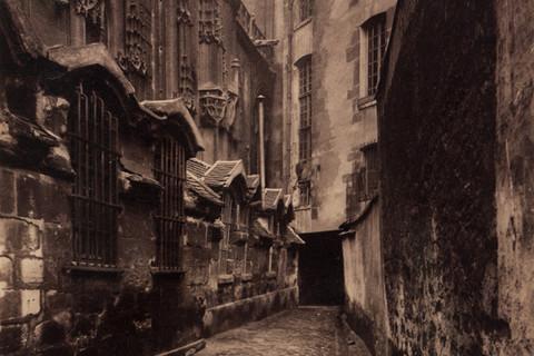 Eugène Atget, Ancien Charnier St. Gervais et Protais Rue Francois Miron, 1900