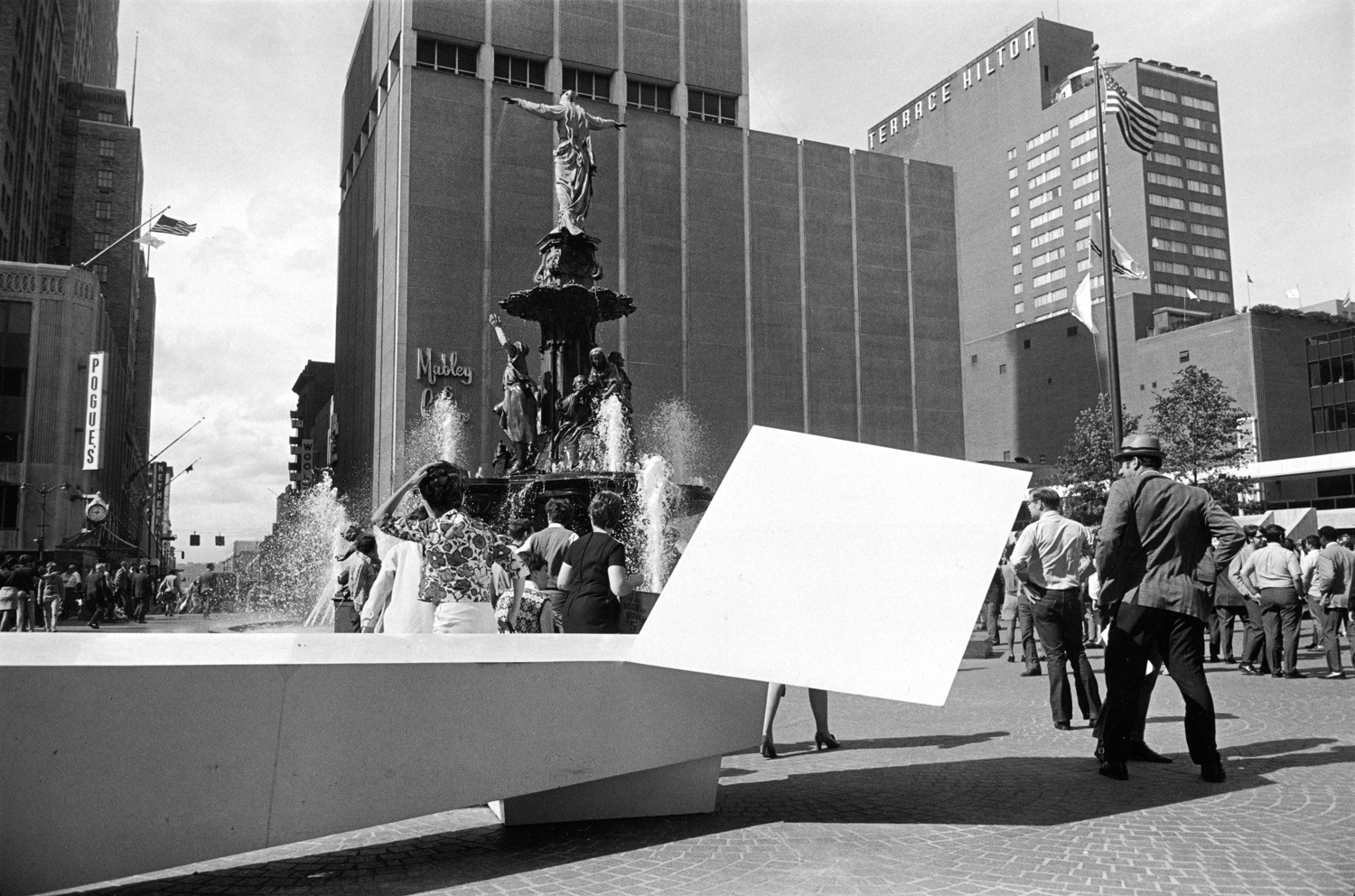 Tod Papageorge, Fountain Square, Cincinnati, Ohio, October 11, 1970