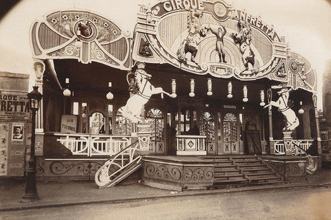 Eugène Atget, Foire des Invalides (Cirque Zanfretta, Fete de Vaugirard), 1913