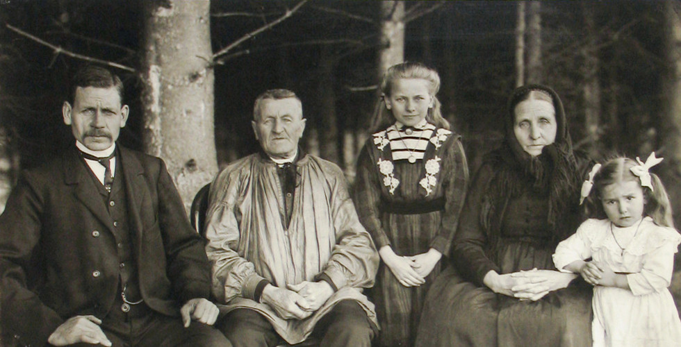 August Sander, Three Generations of the Family, 1912