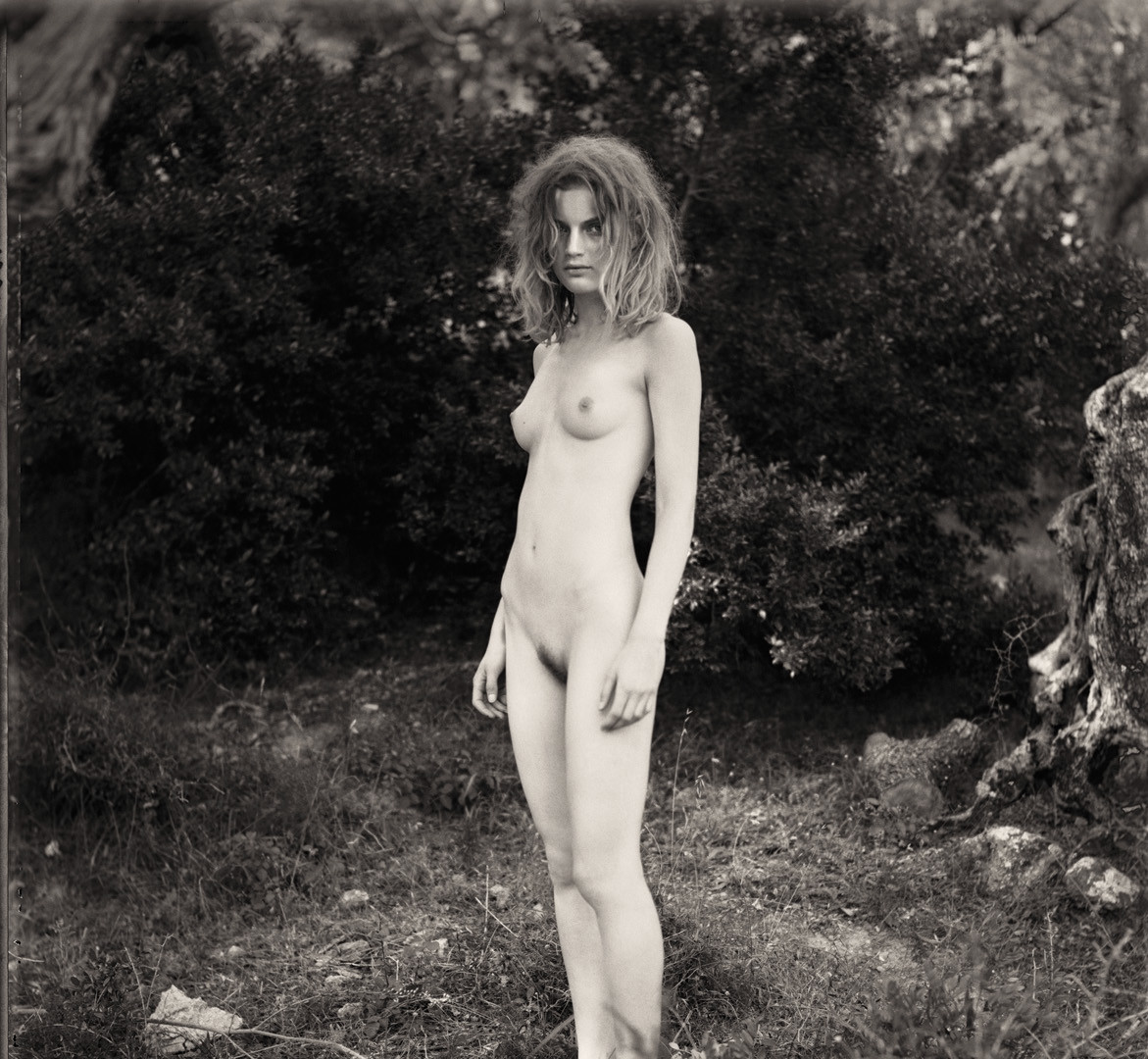 Paolo Roversi, Guinevere nude in the wood, Majorca, 1996