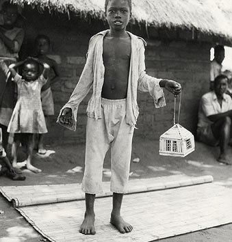 Fazal Sheikh, Tony Matayu with caged Kambuna birds, Mozambican refugee camp, Nyamithuthu, Malawi, 1994