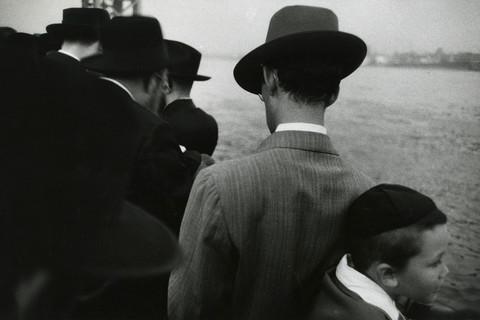 Robert Frank, Yom Kippur - East River, New York City, 1955