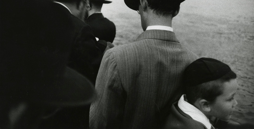 Robert Frank, Yom Kippur - East River, New York City, 1955
