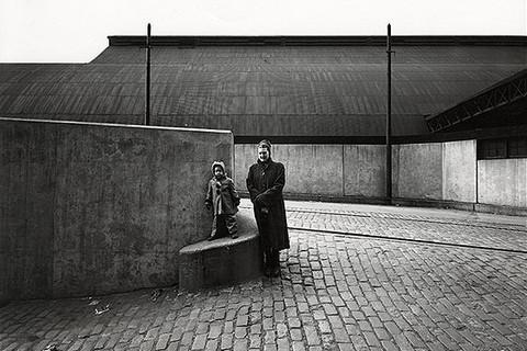 Harry Callahan, Eleanor and Barbara, Chicago, 1953