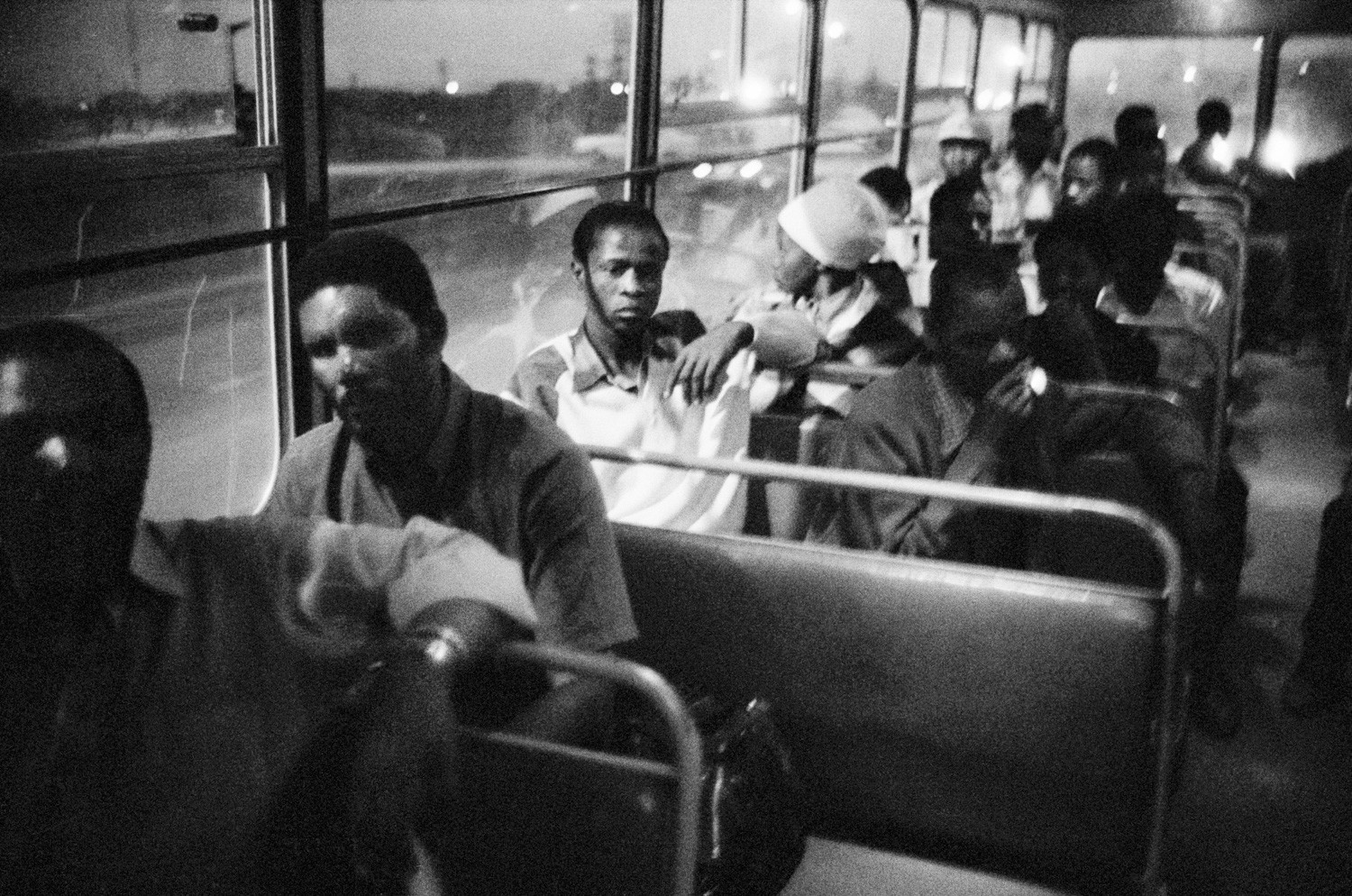 David Goldblatt, 7:00 pm. Going home: Pulling out of Pretoria. The 7:00 pm bus from Marabastad to Waterval in KwaNdebele, 1983