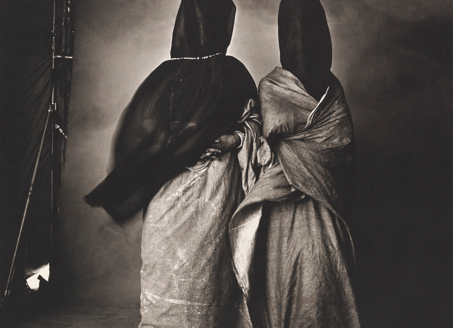Irving Penn, Guedras in the Wind, Morocco, 1971