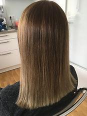 Nachher glichmäßige natürliche Haarfarbe