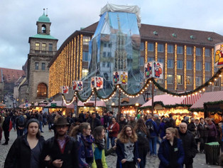 An Alien in Spain Visits - Germany (Nuremberg Xmas Market)