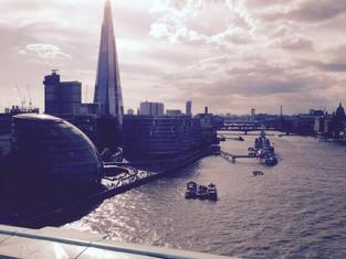 An Alien in Spain Visits - London ( London Bridge)