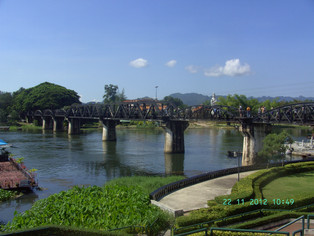 An Alien in Spain - Visits Thailand ( River Kwai / Kancharaburi )