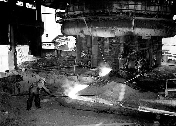 Sloss Worker at Furnace.tif