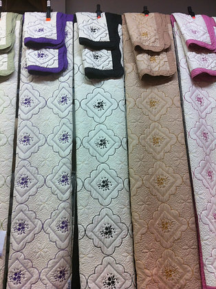 Embroidery Quilt Set with Shams