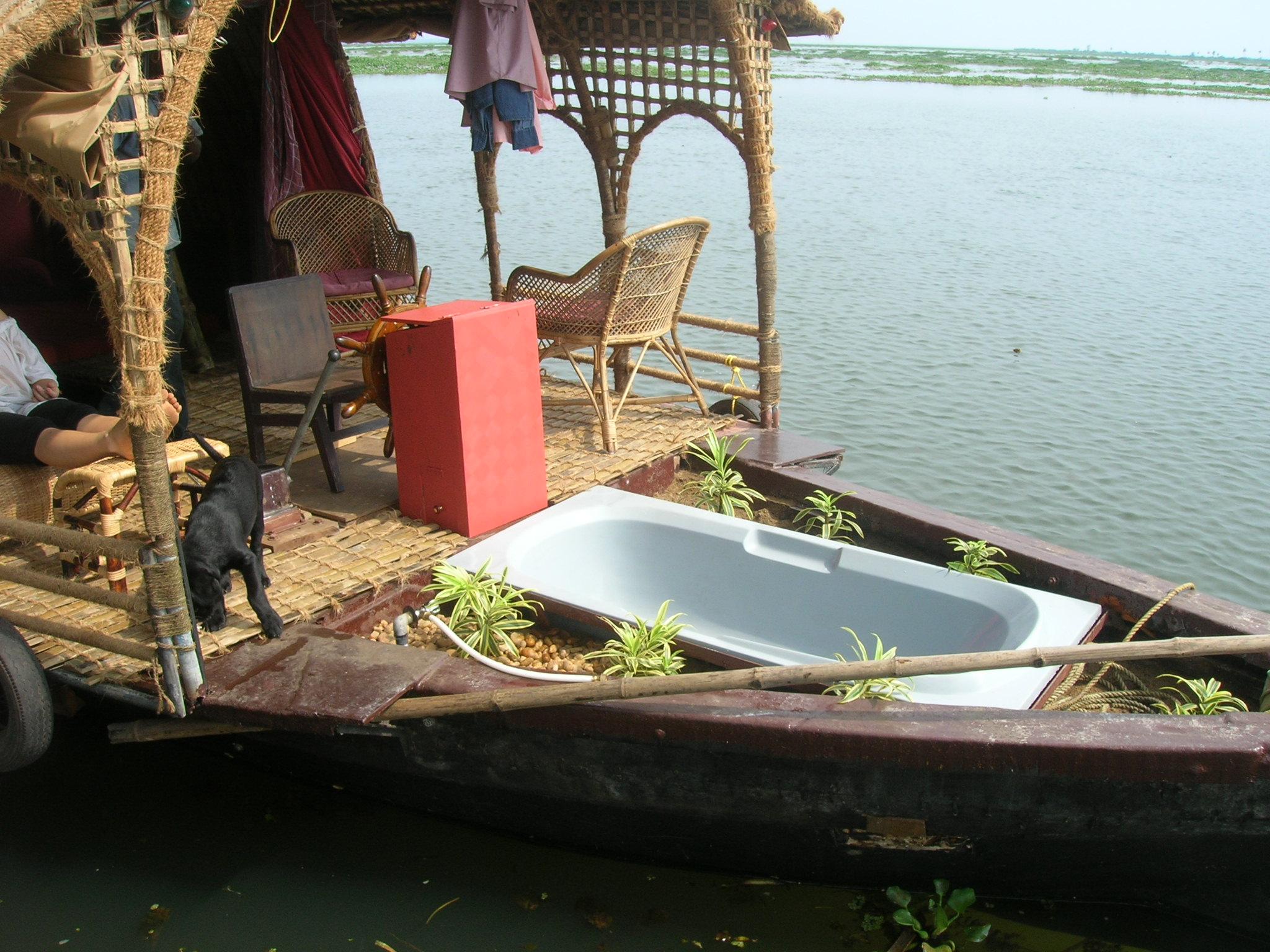 14Houseboat Bath tub.jpg