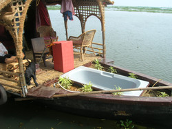 14Houseboat Bath tub.jpg