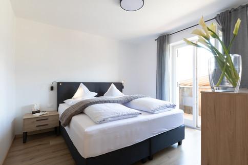 Garni_Hotel_Mir.es_Dorf_Tirol_Meran_Zimm
