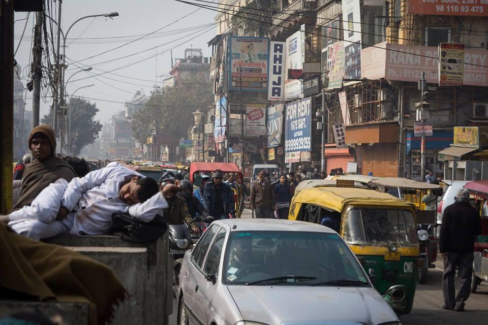 Tráfico en calle de Nueva Delhi