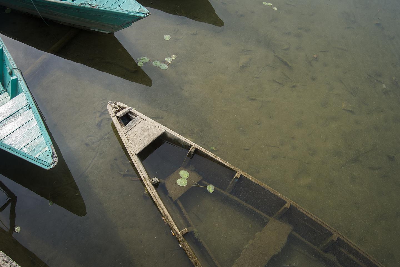 Sunken boat in Phewa Tal