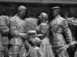 Soldados y el pueblo