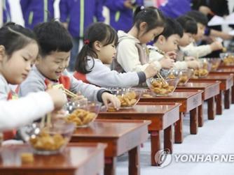 1분에 한과 13개 옮긴 신동…청주서 '젓가락 달인' 경연대회