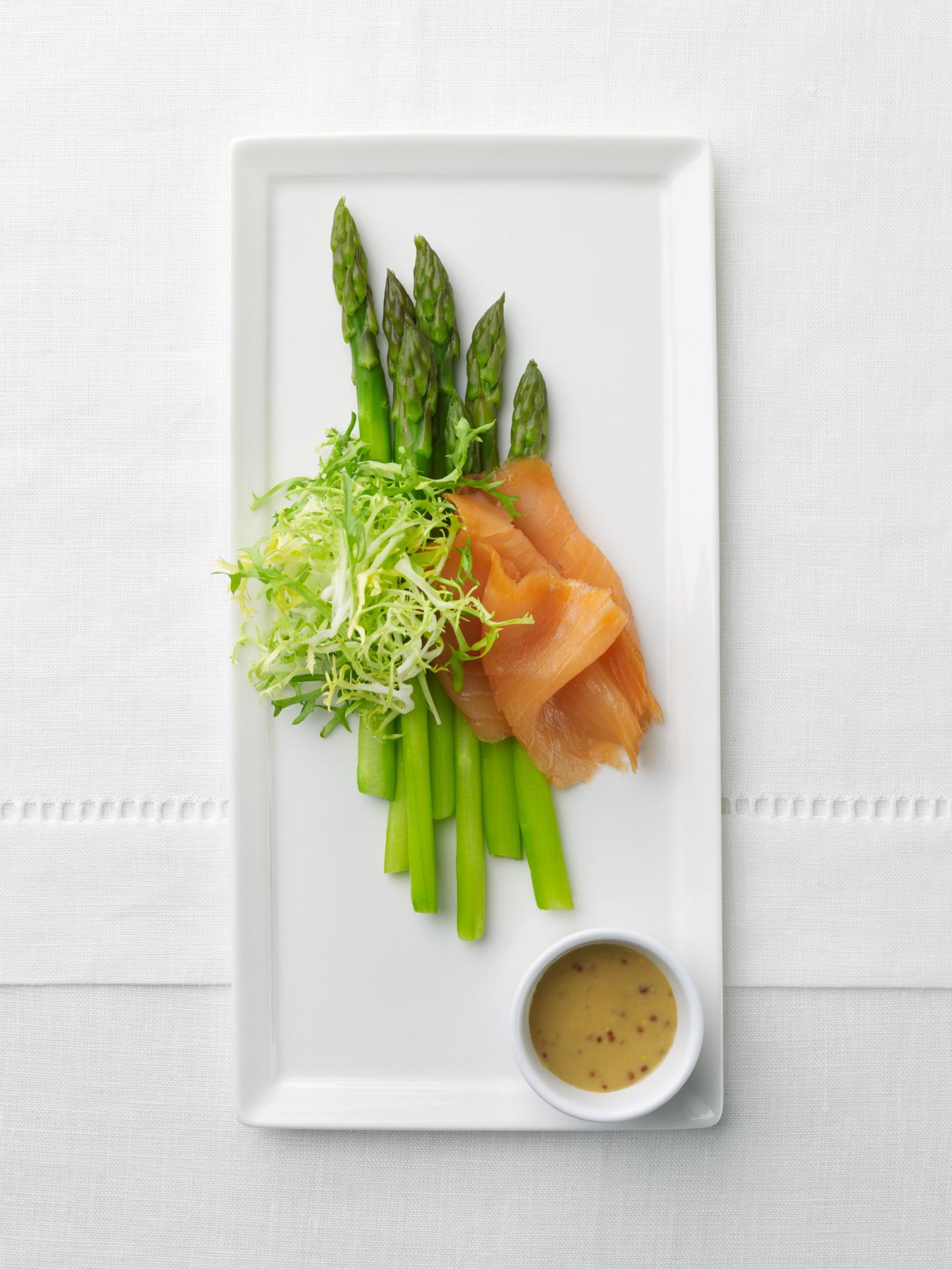 asparagus, smoked salmon & frisee