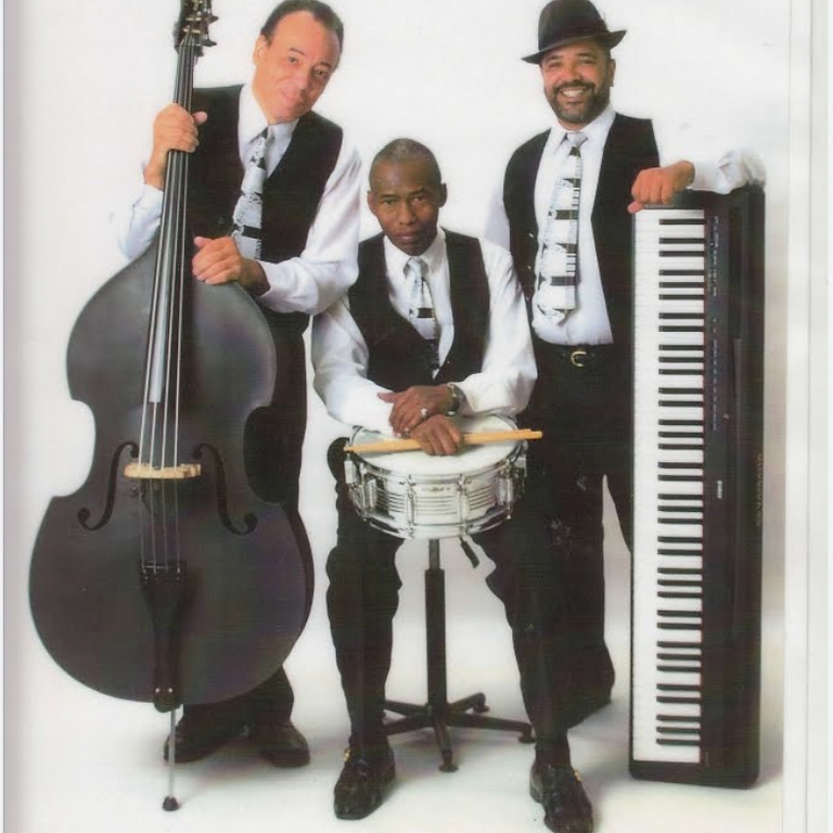 Live Jazz Music by BMT YOU Treo