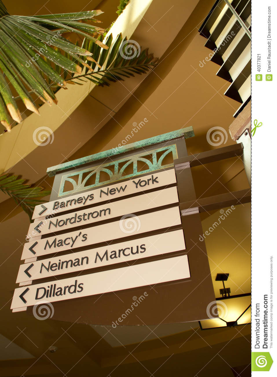 topo_retail-store-shopping-directory-american-mall-sign-arrows-40377821