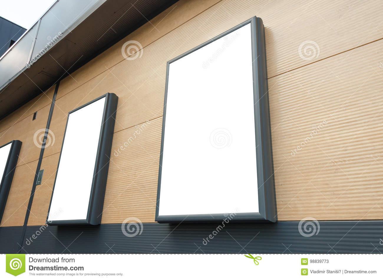 topo_billboards-shopping-center-wall-mockup-marketing-campaign-promotion-billboards-shopping-center-
