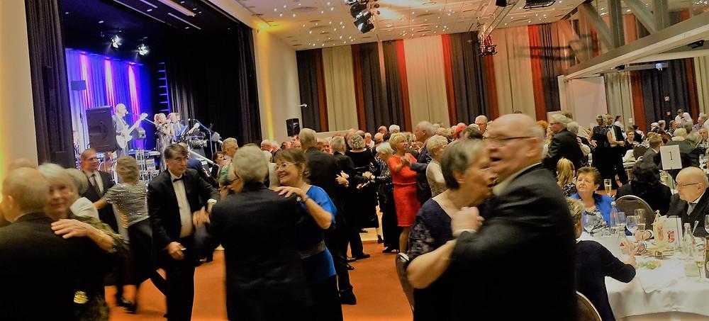 Vom Walzer, über Tango bis Jive: Die Dance & Showband Andreas von Haselberg hatte für jeden Tanz-Typ die passenden Lieder im Repertoire.