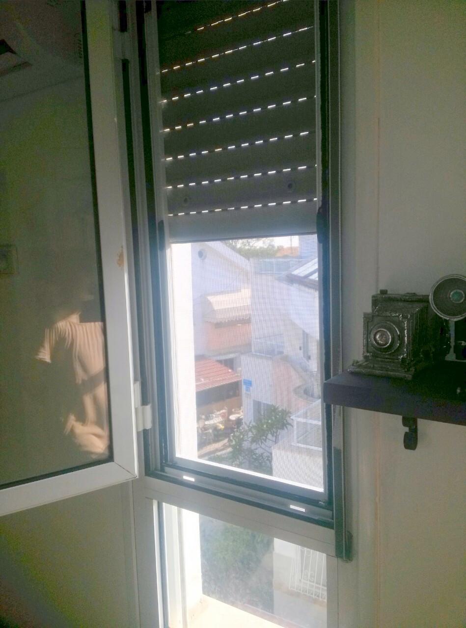 רשת שקופה נשלפת לחלון קיפ
