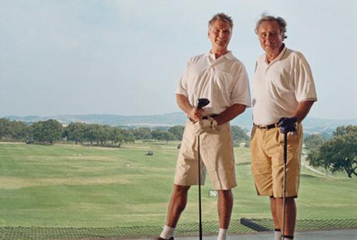 Los jugadores de golf. Ejercicio físicoen la tercera edd. Entrnamiento personal para mayoires en Valencia
