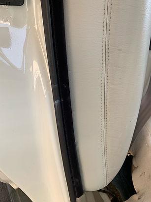 トータルリペアSATは革シートの完全な破れも綺麗に修復し再生できます
