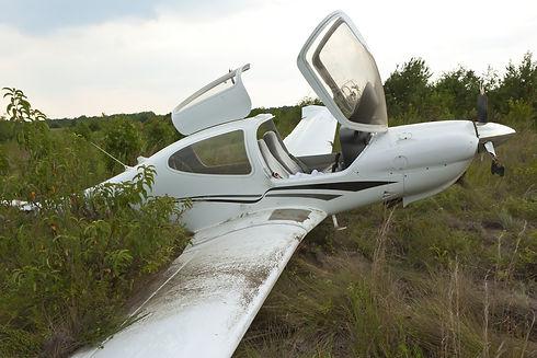 Small general aviation aircraft crash la