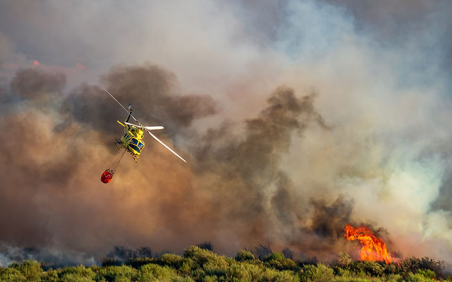 Helicopter with bambi bucket after dumpi