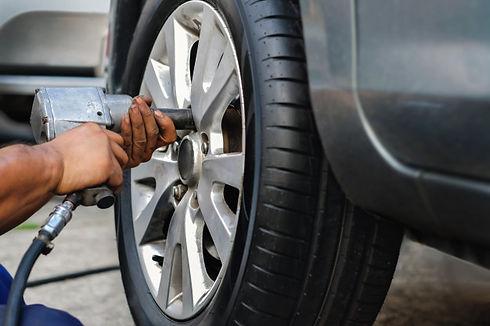 remplacement pneu voiture.jpg