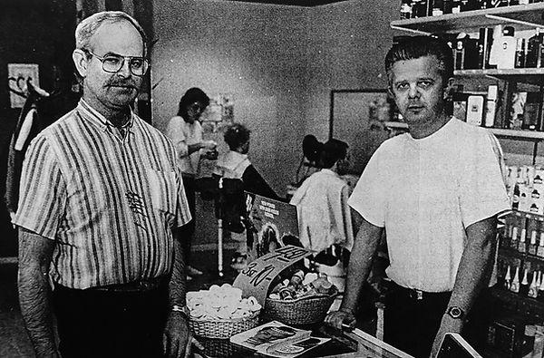 Håkan och Björn tuvesson tar över salongen och fortsätter att klippa hår och skägg i vadstena