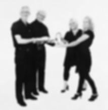 Frisörerna Noomie eriksson och linda sjöström från franzens hårglädje tar över hårsalongen i vadstena