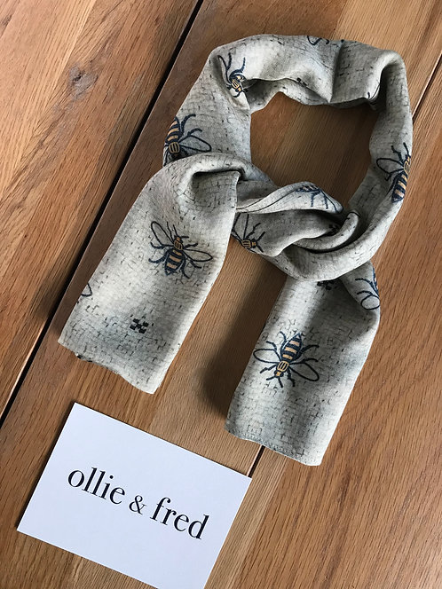 ollie and fred,manchester bee scarf,worker bee scarf,manchester bee gift ideas,bee gift ideas,Manchester corporate gifts