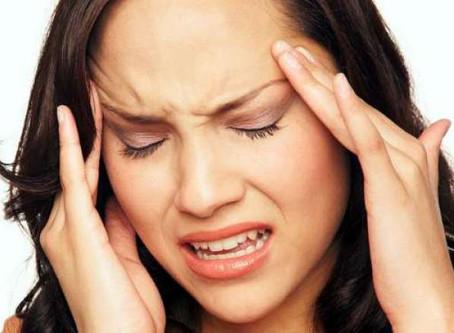 Cefaleia ou dor de cabeça.