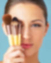 pinceis-maquiagem-como-usar-tipos-istock