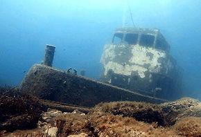 TUG 2 BOAT WRECK EPAVE SITE PLONGÉE DIVE SITE - French Touch Diving Centre Plongée à Malte Gozo - Scuba Diving Dive Center Malta Gozo