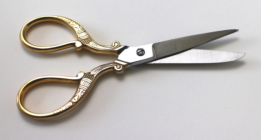 @mariebcreates #Scissors #handengraved Precision Ornate Scissors