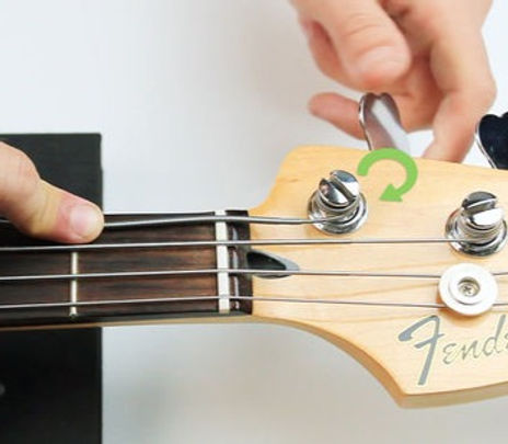 550px-nowatermark-Change-Strings-on-a-Bass-Guitar-Step-12-Version-5_edited.jpg