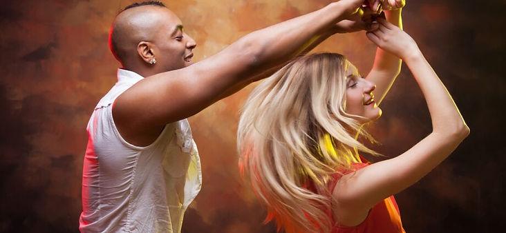 Salsa-dancers-920x425.jpg