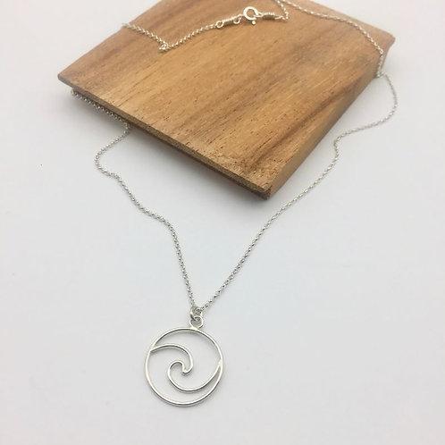 Collier médaillon vague ajourée en argent