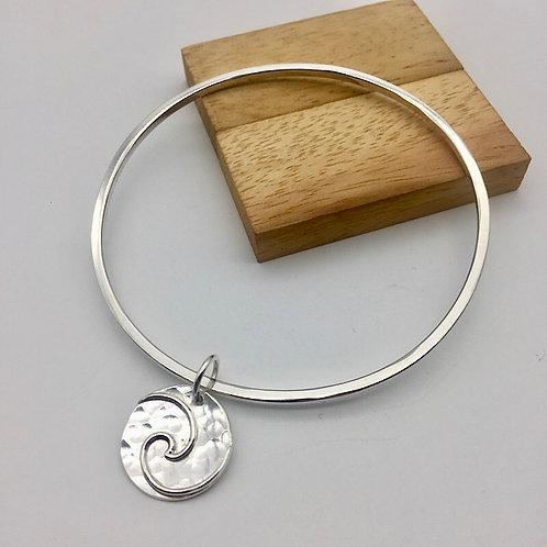 Bracelet jonc médaillon vague en argent