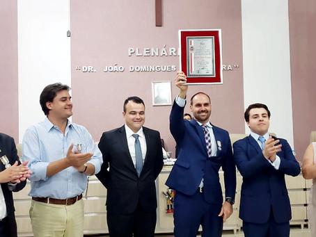 Frederico d'Avila participa da entrega do Título de Cidadão Buriense para Eduardo Bolsonaro